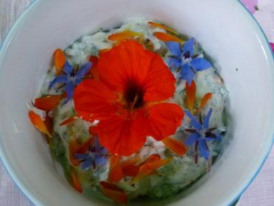 boter met eetbare bloemen